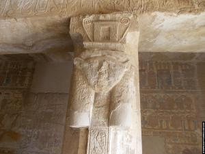 Hathor pilaar in El-Kab Tempel