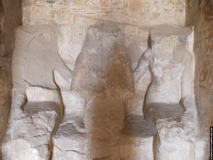 Beeld van Pehery in zijn tombe