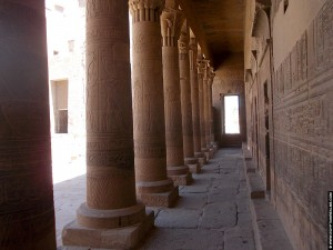 Gallerij met pilaren van de tempel
