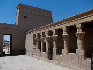 Grote pyloon van de Philae tempel