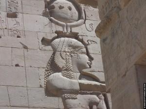Relief van Isis op de Philae tempel