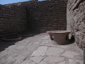 Ruimte met oven naast de tempel