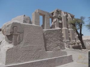 Voor de Ramesseum tempel