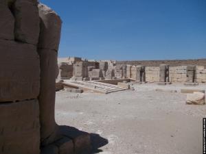 Hof voor de tempel van RamsesI